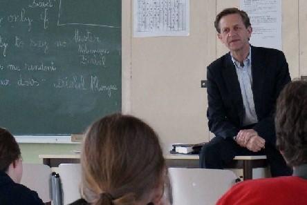 """""""Los ex alumnos de las escuelas católicas tienen un papel importante en ayudar a las instituciones que los educaron."""""""